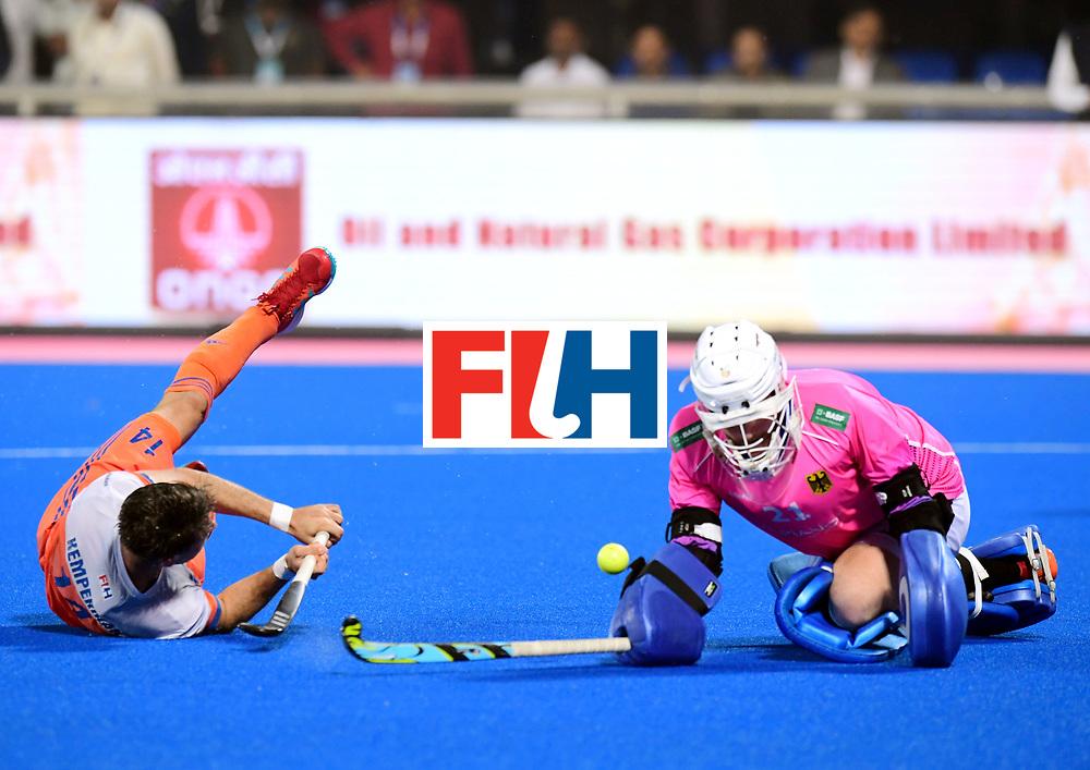 Odisha Men's Hockey World League Final Bhubaneswar 2017<br /> Match id:16<br /> Germany v Netherlands<br /> Foto: Shoot Out <br /> Robbert Kemperman (Ned) and keeper Tobias Walter (Ger) <br /> COPYRIGHT WORLDSPORTPICS FRANK UIJLENBROEK