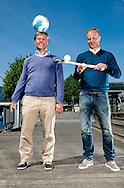 AMSTERDAM - Foto Floris Jan Bovenlander en Dennis Bergkamp  COPYRIGHT ROBIN UTRECHT