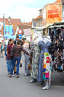 Mannheim. 15.07.17 | Neue Kerwe In Wallstadt<br /> Wallstadt. Marktplatz am Rathaus. Die Neue Kerwe. Mit buntem Programm. Er&ouml;ffnung am Samstag Mittag.<br /> &bdquo;Die Neue Kerwe&ldquo; &ndash; Stadtteilfest&ldquo; steht unter dem Motto:<br /> &bdquo;Gege Hunger un Doascht helfe Bier und Woascht&ldquo;.<br /> <br /> BILD- ID 0102 |<br /> Bild: Markus Prosswitz 15JUL17 / masterpress (Bild ist honorarpflichtig - No Model Release!)