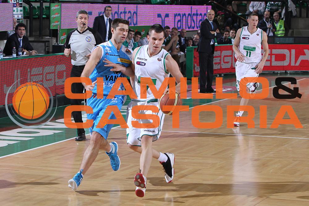 DESCRIZIONE : Treviso Lega A 2011-12 Benetton Treviso Vanoli Braga Cremona<br /> GIOCATORE : Sani Becirovic<br /> SQUADRA : Benetton Treviso Vanoli Braga Cremona<br /> EVENTO : Campionato Lega A 2011-2012 <br /> GARA : Benetton Treviso Vanoli Braga Cremona<br /> DATA : 14/01/2012<br /> CATEGORIA : Palleggio<br /> SPORT : Pallacanestro <br /> AUTORE : Agenzia Ciamillo-Castoria/G.Contessa<br /> Galleria : Lega Basket A 2011-2012 <br /> Fotonotizia : Treviso Lega A 2011-12 Benetton Treviso Vanoli Braga Cremona<br /> Predfinita :