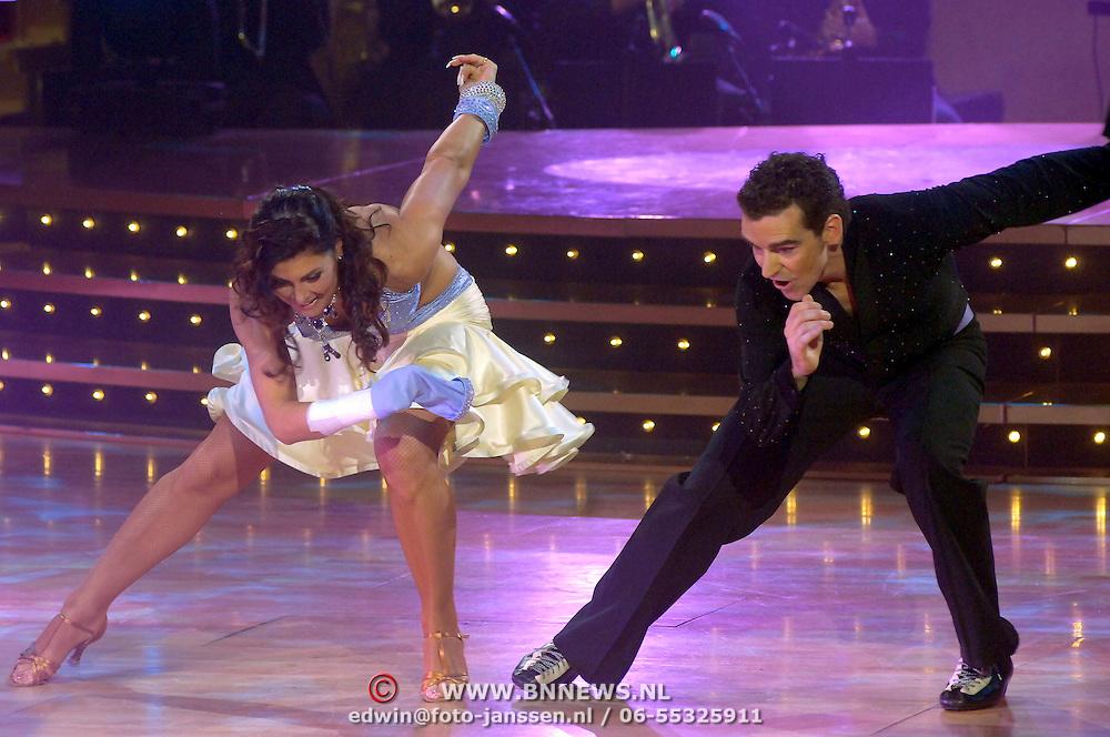 NLD/Naarn/20070331 - 1e Live uitzending Dancing with the Stars 2007, Bob de Jong en danspartner Euvgenia Parakhina