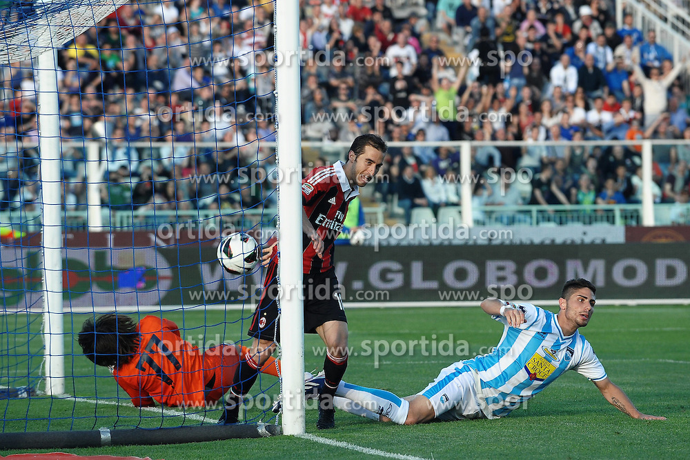 08.05.2013, Stadio Adriatico, Pescara, ITA, Serie A, Pescara Calcio vs AC Mailand, 36. Runde, im Bild Mathieu Flamini Milan gol 0-3.Goal celebration // during the Italian Serie A 36th round match between Delfino Pescara 1936 and AC Milan at the Stadio Adriatico, Pescara, Italy on 2013/05/08. EXPA Pictures © 2013, PhotoCredit: EXPA/ Insidefoto/ Andrea Staccioli..***** ATTENTION - for AUT, SLO, CRO, SRB, BIH and SWE only *****