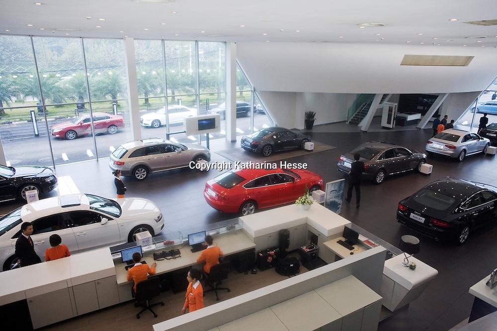 CHENGDU, 10/17/2012 :  Der Audi New Elelements Vertrieb in Chengdu von oben.