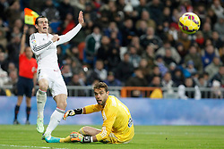 06.12.2014, Estadio Santiago Bernabeu, Madrid, ESP, Primera Division, Real Madrid vs Celta Vigo, 14. Runde, im Bild Real Madrid&acute;s Gareth Bale (L) and Celta de Vigo&acute;s goalkeeper Sergio // during the Spanish Primera Division 14th round match between Real Madrid CF and Celta Vigo at the Estadio Santiago Bernabeu in Madrid, Spain on 2014/12/06. EXPA Pictures &copy; 2014, PhotoCredit: EXPA/ Alterphotos/ Victor Blanco<br /> <br /> *****ATTENTION - OUT of ESP, SUI*****