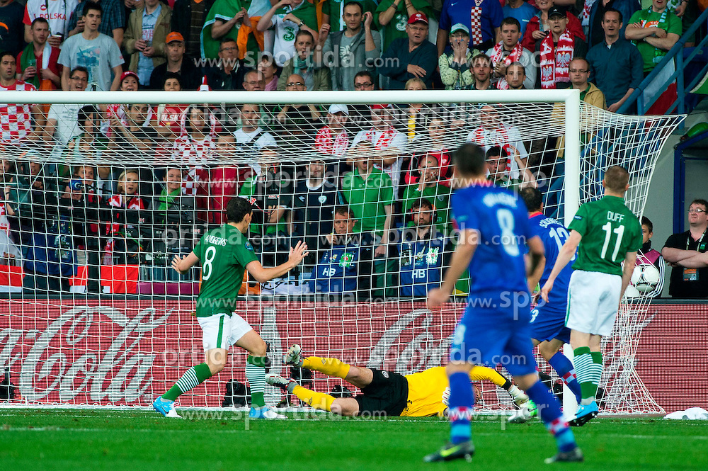 10.06.2012, Staedtisches Stadion, Posen, POL, UEFA EURO 2012, Irland vs Kroatien, Gruppe C, im Bild BRAMKA GOL RADOSC GOAL MARIO MANDZUKIC // during the UEFA Euro 2012 Group C Match between Ireland and Croatia at the Municipal Stadium Poznan, Poland on 2012/06/10. EXPA Pictures © 2012, PhotoCredit: EXPA/ Newspix/ Jakub Kaczmarczyk..***** ATTENTION - for AUT, SLO, CRO, SRB, SUI and SWE only *****