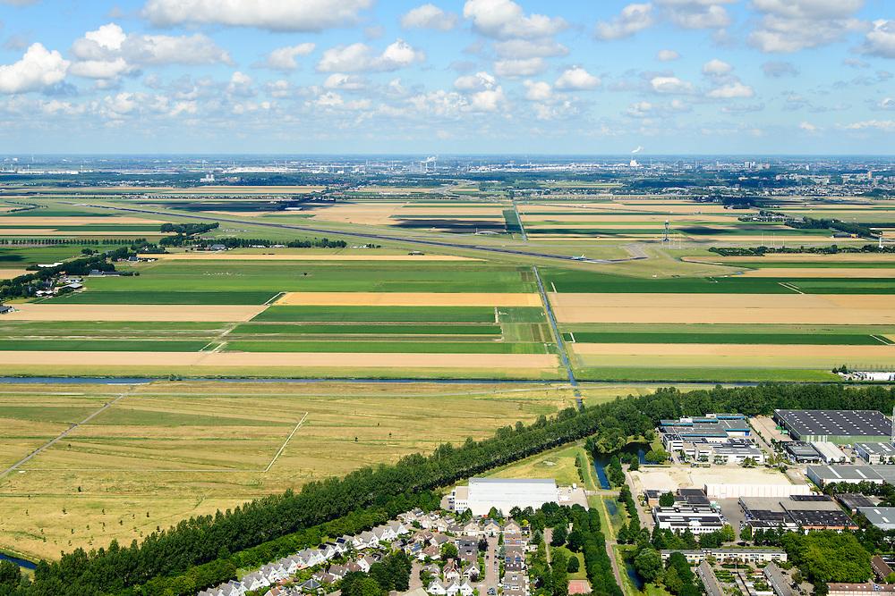 Nederland, Noord-Holland, Hoofddorp, 01-08-2016; Polderbaan Schiphol gezien vanuit  Hoofddorp.<br /> Schiphol Polderbaan runway.<br /> luchtfoto (toeslag op standard tarieven);<br /> aerial photo (additional fee required);<br /> copyright foto/photo Siebe Swart
