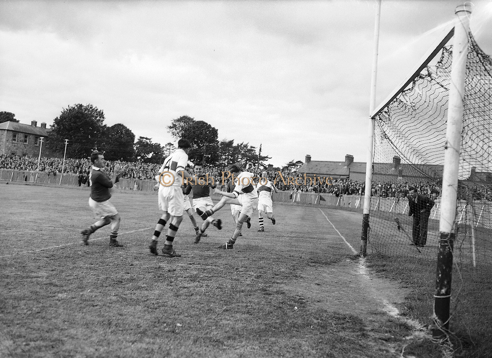 Neg No: .876/a19804-a1989..1955AIJFCF...1955.All Ireland Junior Football Championship - Home Final..Cork.03-10.Derry.01-07..