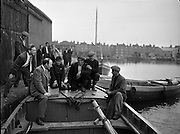 24/06/1959<br /> 06/24/1959<br /> 24 June 1959<br /> Special for Gael Linn -  Lobster Fishing Boats from Carna, Galway arrive at Ringsend, Dublin. Donal O'Morain of Gael Lin (3rd from left) meets with the fishermen.