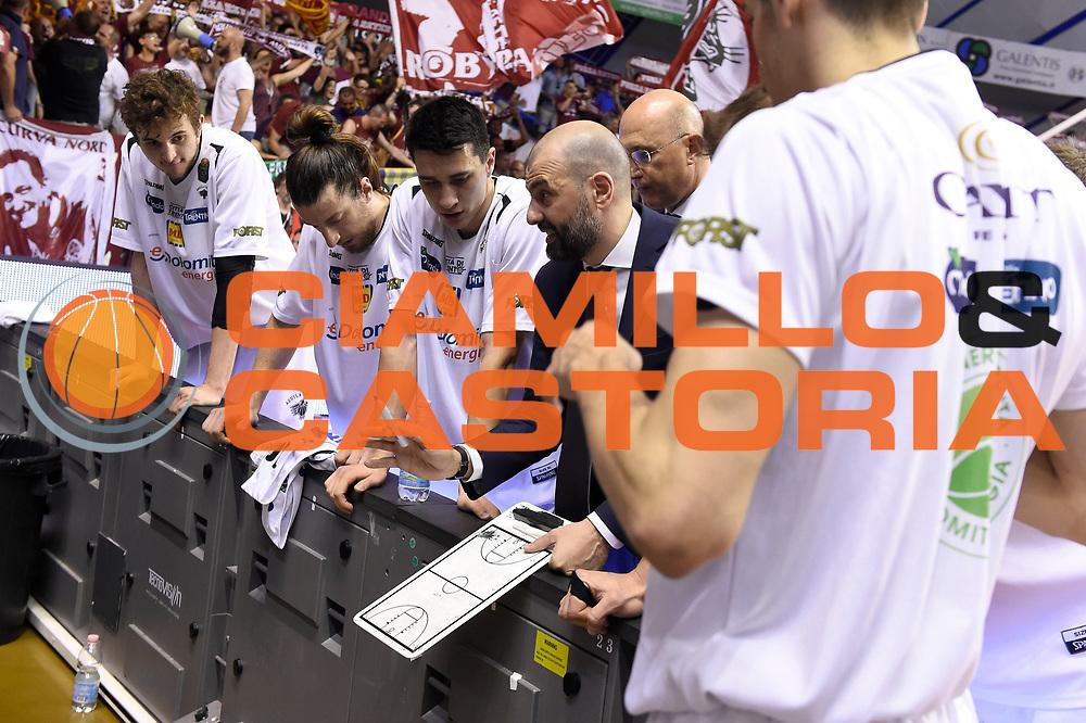 Maurizio Buscaglia<br /> Umana Reyer Venezia - Dolomiti Energia Aquila Basket Trento<br /> Lega Basket Serie A 2016/2017<br /> Playoff, finale gara 2<br /> Venezia, 12/06/2017<br /> Foto M.Ceretti / Ciamillo-Castoria