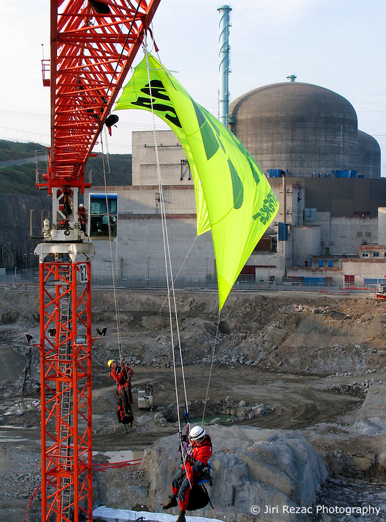 FRANCE FLAMANVILLE 26APR07 - Greenpeace activists occupy a crane and hang a banner at the building site of the French nuclear reactor (EPR) at Flamanville...jre/Photo by Jiri Rezac..© Jiri Rezac 2007..Contact: +44 (0) 7050 110 417.Mobile: +44 (0) 7801 337 683.Office: +44 (0) 20 8968 9635..Email: jiri@jirirezac.com.Web: www.jirirezac.com..© All images Jiri Rezac 2007 - All rights reserved.