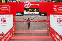Eliud Kipchogee of Kenya crosses the line to win the Elite Mens race at the Virgin Money London Marathon , Sunday 26th April 2015.<br />