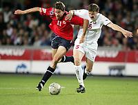 Fotball, 8. september 2004 EM kvalifisering,  Norge- Hviterussland 1-1, Petter Rudi, Norge, og Sergei Shtanyuk, Hviterussland