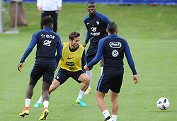 01.06.2016, Alpenstadion, Neustift, AUT, UEFA Euro, Frankreich, Vorbereitung Frankreich, im Bild Johann Cabaye (gelb) (FRA) // Johann Cabaye (yellow) of France during Trainingscamp of Team France for Preparation of the UEFA Euro 2016 France at the Alpenstadion in Neustift, Austria on 2016/06/01. EXPA Pictures © 2016, PhotoCredit: EXPA/ ERICH SPIESS