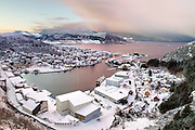 Fosnavåg City with snow on a winter day in january. Fosnavåg is located on the westcoast of Norway | Fosnavåg by i snødrakt en dag i januar, tatt fra Tverrfjellet