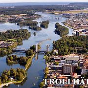 Trollh&auml;ttan 2009 09 10 Flygbild<br /> G&ouml;ta &Auml;lv Trollh&auml;tte kanal Spik&ouml;n centrum Halleberg Stallbacka Stallbackabron<br /> <br /> <br /> <br /> ----<br /> FOTO : JOACHIM NYWALL KOD 0708840825_1<br /> COPYRIGHT JOACHIM NYWALL<br /> <br /> ***BETALBILD***<br /> Redovisas till <br /> NYWALL MEDIA AB<br /> Strandgatan 30<br /> 461 31 Trollh&auml;ttan<br /> Prislista enl BLF , om inget annat avtalas.