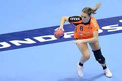10-12-2013 HANDBAL: WERELD KAMPIOENSCHAP NEDERLAND - FRANKRIJK: BELGRADO <br /> 21st Women s Handball World Championship Belgrade, Nederland verliest met 23-19 van Frankrijk / Lois Abbingh<br /> ©2013-WWW.FOTOHOOGENDOORN.NL