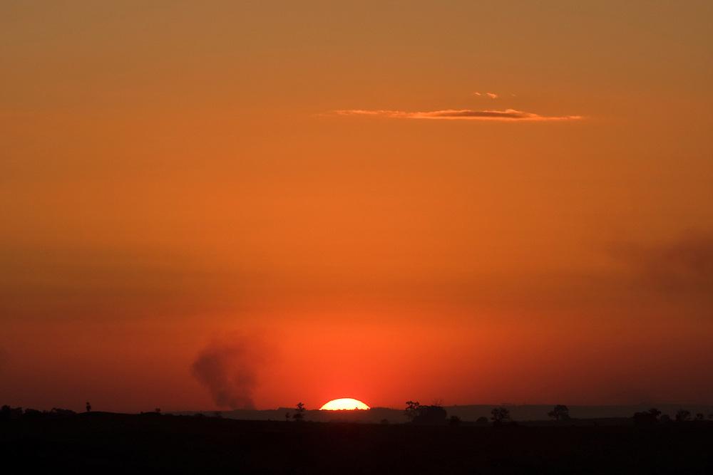 Itupeva_SP, Brasil...Por do sol em uma paisagem em Itupeva...The sunset in the landscape in Itupeva...Foto: MARCUS DESIMONI / NITRO