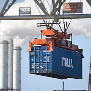 ECT Delta terminal in de haven van Rotterdam. Kranen tillen de containers naar de overslaglokatie..ECT,European Container Terminals, at the Port of Rotterdam. Europe's biggest and most advanced container terminal operator, handling close to three- quarters of all containers passing through the Port of Rotterdam. ECT is a member of the Hutchison Port Holdings group (HPH), the world biggest container stevedore with terminals on every Continent. . In the stack, unmanned automated stacking cranes ( ASCs ) ensure that the containers are always stacked in the correct place. Terminal operations are highly automated for discharging and loading large volumes , Recession, rokende, rook, rookgassen, Rotterdam, Rotterdamse, Rotterdamse Haven, Rozing, sea, seaport, smoke, start, terminal, trade, trading, transport, transportation, transporteren, transporteur, transporteurs, transportmiddel, transportwerktuigen, travel, turnaround tijd, twee, tweede Maasvlakte, uitstoot, uitvoer, veel, verplaatsen, vervoer, vervoerder, Vervoerders, vervoeren, wereldhandel, werkzaamheden..Holland, The Netherlands, dutch, Pays Bas, Europe .Foto: David Rozing