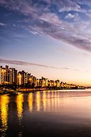 Avenida Beira Mar Norte ao anoitecer. Florianópolis, Santa Catarina, Brasil. / Beira Mar Norte Avenue at dusk. Florianopolis, Santa Catarina, Brazil.