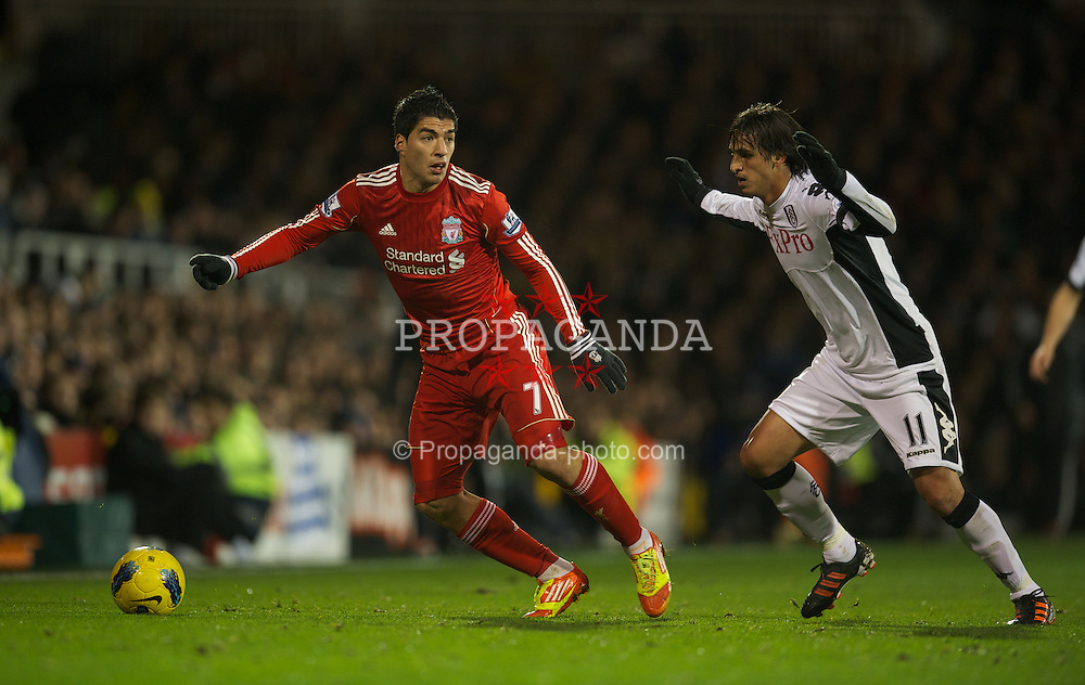 LONDON, ENGLAND - Monday, December 5, 2011: Liverpool's Luis Alberto Suarez Diaz in action against Fulham during the Premiership match at Craven Cottage. (Pic by David Rawcliffe/Propaganda)