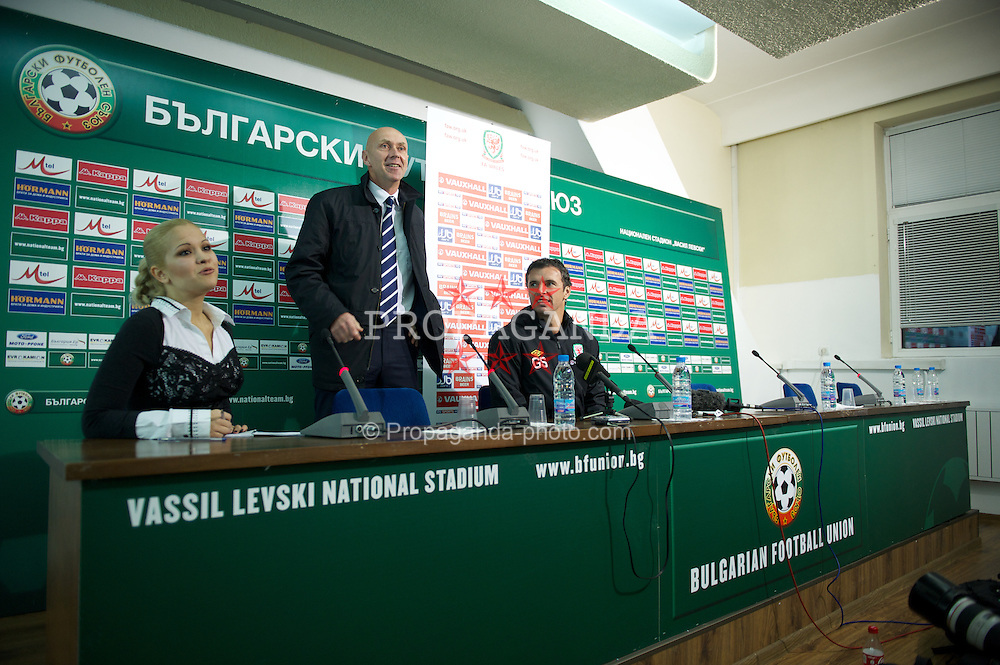 SOFIA, BULGARIA - Monday, October 10, 2011: Wales' manager Gary Speed MBE during a press conference at the Vasil Levski National Stadium ahead of the UEFA Euro 2012 Qualifying Group G match against Bulgaria. (Pic by David Rawcliffe/Propaganda)