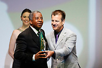 "20091207: RIO DE JANEIRO, BRAZIL - Brazilian Football Awards 2009 (""Craque Brasileirao 2009""), held at the Museum of Modern Art in Rio de Janeiro. In picture: Andrade (Flamengo) receives the Best Coach award from Dunga. PHOTO: CITYFILES"