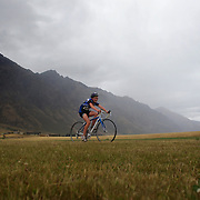 Fiona Gray in action in the Junior triathlon during the Active Q T Ultimate Tri Series Jack's Point Triathlon, Jack's Point,  Queenstown, Otago, New Zealand. 14th January 2012. Photo Tim Clayton
