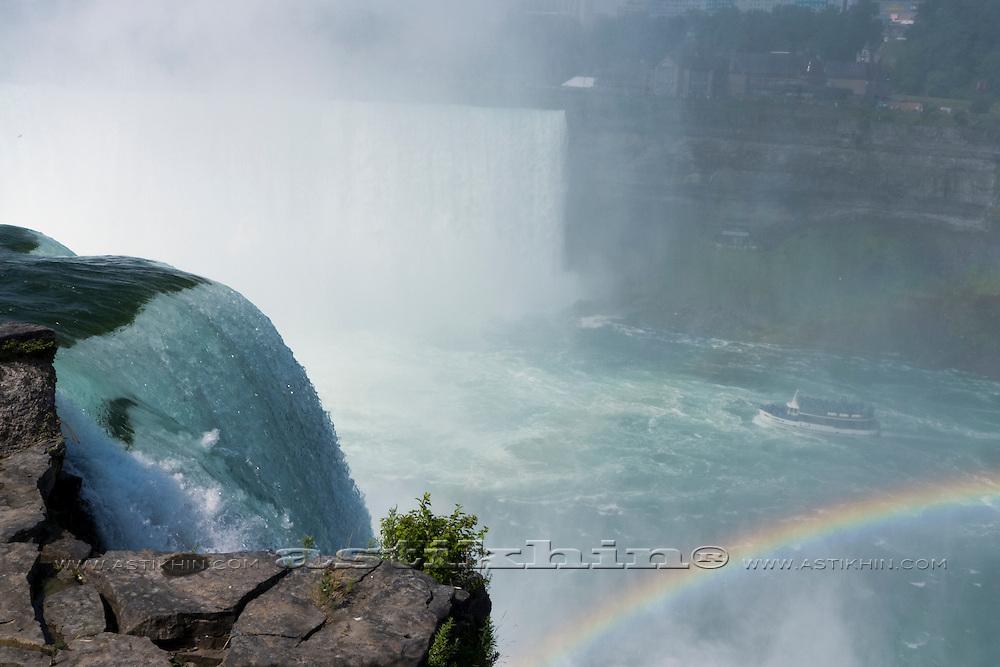 Rainbow and tourist boat at Niagara Falls
