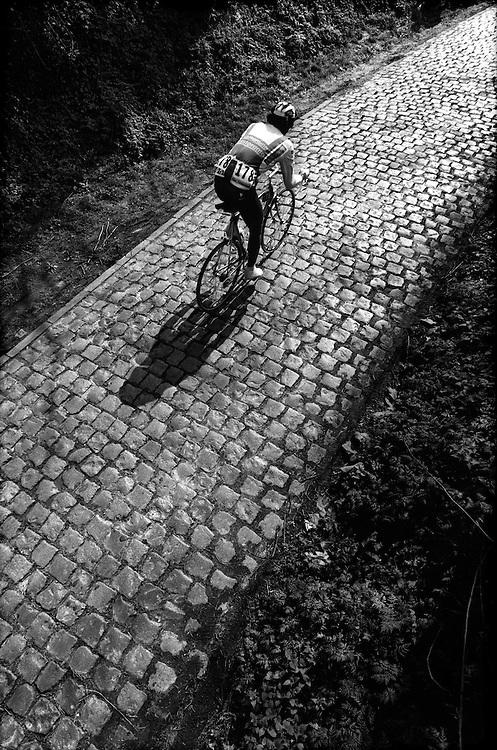 Belgie, Kwaremont,1992.<br /> Wielrennen, Klassieker.<br /> Ronde van Vlaanderen.<br /> Jacky Durand op de Kwaremond in het begin van de koers die hij uiteindelijk helemaal solo aflegd en wint<br /> Foto:Klaas Jan van der Weij.