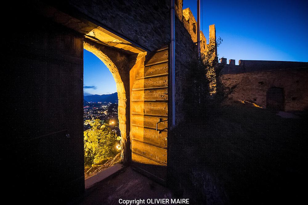 Vue de nuit du ch&acirc;teau de Tourbillon  le vendredi 22 aout 2014 a Sion <br /> Alpes, Swiss Alps, cr&eacute;puscule, castel, night, tourisme, Rhone, Valais, Wallis.<br /> <br /> (PHOTO-GENIC.CH/ OLIVIER MAIRE)