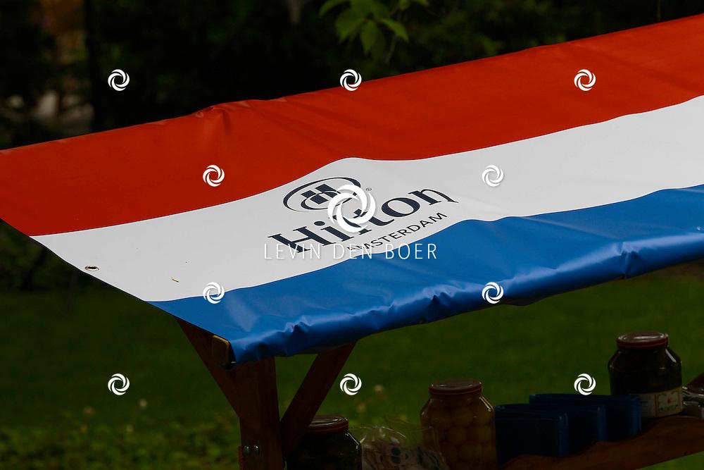 AMSTERDAM - In de tuin van het Hilton Hotel Amsterdam is de jaarlijkse haringparty weer aan de gang. Met hier op de foto een viskraam van het Hilton Hotel. FOTO LEVIN DEN BOER - PERSFOTO.NU