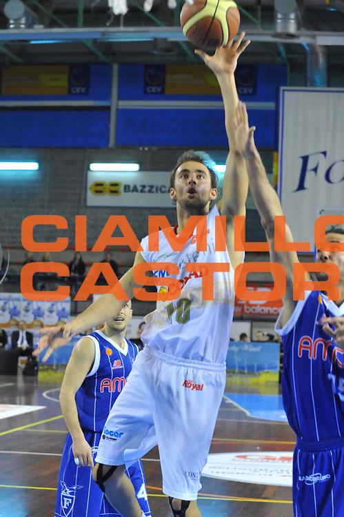 DESCRIZIONE : Foligno LNP Lega Nazionale Pallacanestro Serie A Dilettanti Coppa Italia 2009-10 VemSistemi Forli Amori Fortitudo Bologna<br /> GIOCATORE :&nbsp;Matteo Frassinetti<br /> SQUADRA : VemSistemi Forli Amori Fortitudo Bologna<br /> EVENTO : Lega Nazionale Pallacanestro 2009-2010&nbsp;<br /> GARA : VemSistemi Forli Amori Fortitudo Bologna<br /> DATA : 02/04/2010<br /> CATEGORIA : Tiro<br /> SPORT : Pallacanestro&nbsp;<br /> AUTORE : Agenzia Ciamillo-Castoria/M.Gregolin<br /> Galleria : Lega Nazionale Pallacanestro 2009-2010&nbsp;<br /> Fotonotizia : Foligno LNP Lega Nazionale Pallacanestro Serie A Dilettanti Coppa Italia 2009-10 VemSistemi Forli Amori Fortitudo Bologna<br /> Predefinita :&nbsp;