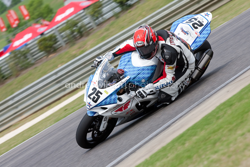 Round 4 - AMA Pro Racing - AMA Superbike - Barber Motorsports Park - Birmingham, AL - May 1-3, 2009.:: Contact me for download access if you do not have a subscription with andrea wilson photography. ::  ..:: For anything other than editorial usage, releases are the responsibility of the end user and documentation will be required prior to file delivery ::..