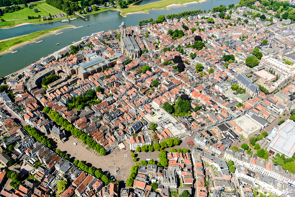 Nederland, Overijssel, Deventer, 17-07-2017; overzicht binnenstad Deventer met o.a. Lebuinuskerk, Brink in de voorgrond, IJsselkade, Welle.<br /> Overview downtown Deventer, Deventer city centre.<br /> <br /> luchtfoto (toeslag op standard tarieven);<br /> aerial photo (additional fee required);<br /> copyright foto/photo Siebe Swart