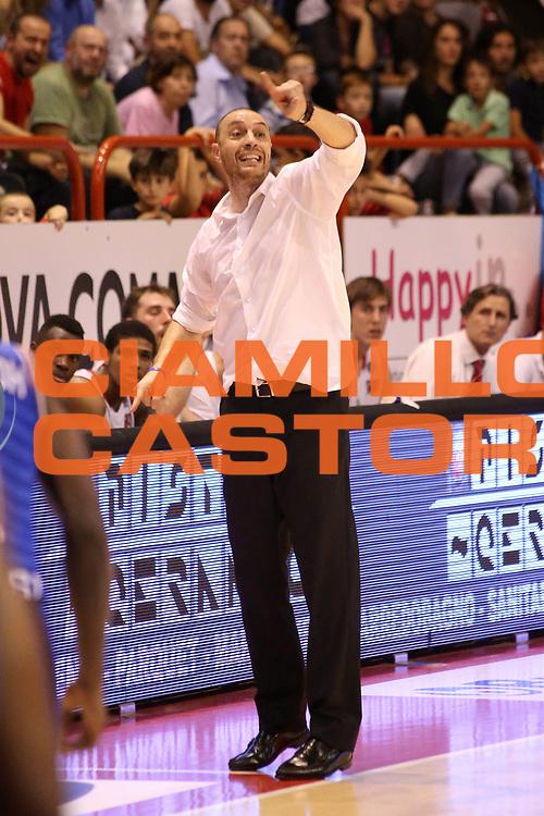 DESCRIZIONE : Campionato 2015/16 Giorgio Tesi Group Pistoia - Enel Brindisi<br /> GIOCATORE : Esposito Vincenzo<br /> CATEGORIA : Allenatore Coach Mani<br /> SQUADRA : Giorgio Tesi Group Pistoia<br /> EVENTO : LegaBasket Serie A Beko 2015/2016<br /> GARA : Giorgio Tesi Group Pistoia - Enel Brindisi<br /> DATA : 04/10/2015<br /> SPORT : Pallacanestro <br /> AUTORE : Agenzia Ciamillo-Castoria/S.D'Errico<br /> Galleria : LegaBasket Serie A Beko 2015/2016<br /> Fotonotizia : Campionato 2015/16 Giorgio Tesi Group Pistoia - Enel Brindisi<br /> Predefinita :