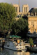 France. Paris. 5th district. Montebello Quay, restaurants on boats   / bateau restaurant sur le quai de Montebello