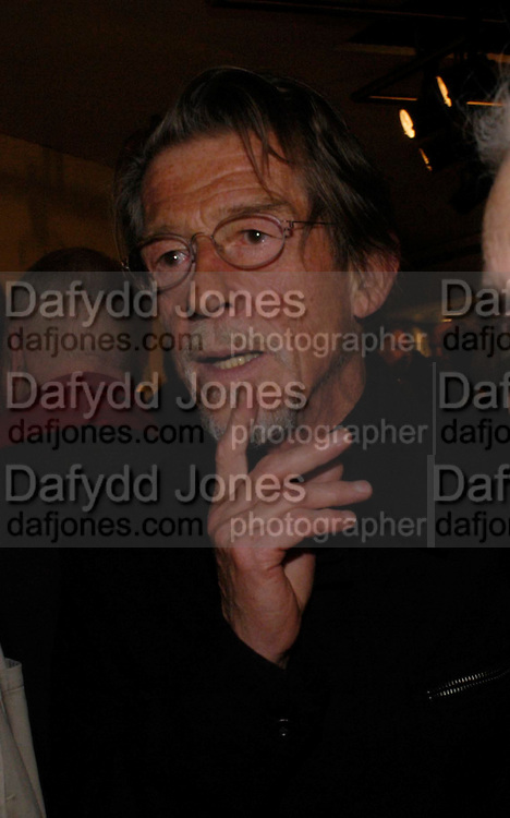 John Hurt.  CentenalRada in aid of the Rada  Student Hardship fund.  RADA Theatre. 17 April 2005. ONE TIME USE ONLY - DO NOT ARCHIVE  © Copyright Photograph by Dafydd Jones 66 Stockwell Park Rd. London SW9 0DA Tel 020 7733 0108 www.dafjones.com