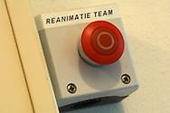 NLD, Niederlande: Notfallknopf für das Wiederbelebungsteam, Universitätsklinik für Gesellschaftstiere, Fakultät der Tierheilkunde, Utrecht | NLD, Netherlands: Emergency button for the reanimating team, university clinic for companion animals, faculty of veterinary medicine, Utrecht |