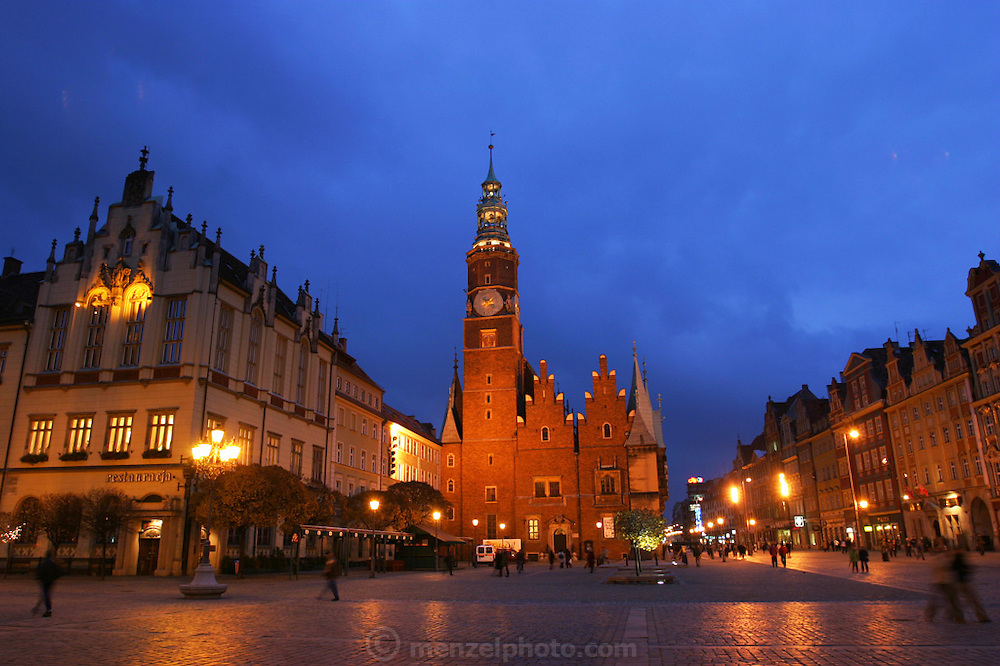 Evening, in the Old Town Square, Wroclaw, Poland.