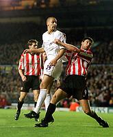 Rio Ferdinand (Leeds) outjumps Niall Quinn (Sunderland), Leeds Utd v Sunderland, 16/12/2000. Credit Colorsport / Andrew Cowie.