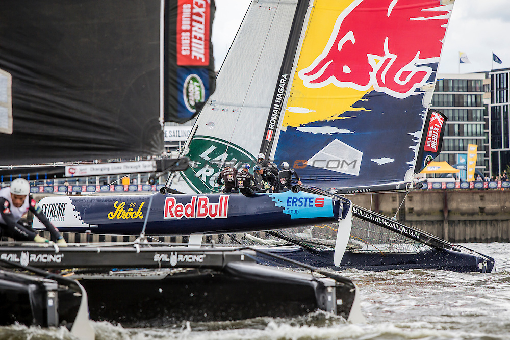 2015 Extreme Sailing Series - Act 5 - Hamburg.<br /> Red Bull Sailing Team skippered by Hans-Peter Steinacher (AUT) and crewed by Jason Waterhouse (AUS), Jeremy Bachalin (SUI), Stewart Dodson (NZL) and Shain Mason (GBR).<br /> Credit Jesus Renado.