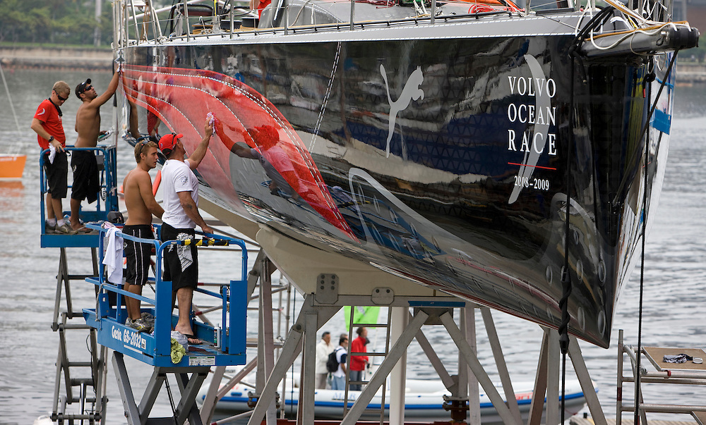 01APR09 The PUMA Ocean Racing crew polish Il Mostro's hull before she is lifted back into the water ready for Rio de Janeiro in port race