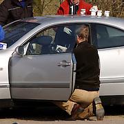 Duitse auto gevonden onder verdachte omstandigheden parkeerplaats Stichtse Strand Voorland Blaricum.politie, Gooi & Vechtstreek, onderzoek, technisch recherche, bewijs, potjes, geur, geurpotten, geurdoeken,
