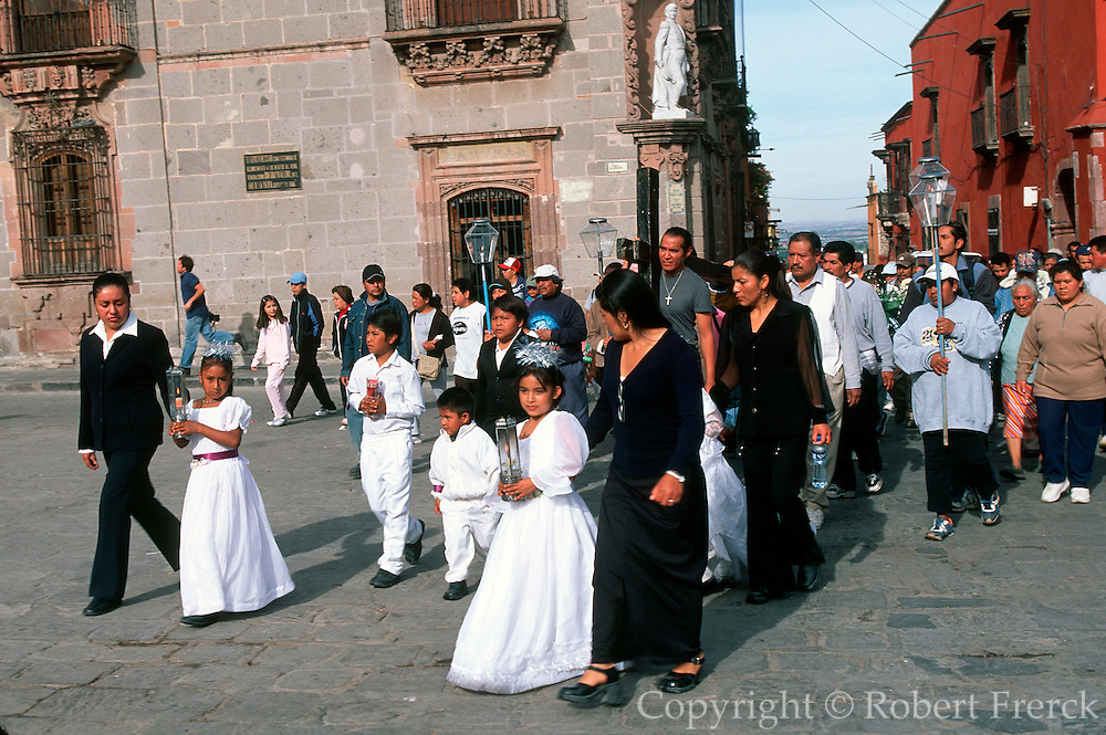 MEXICO, SAN MIGUEL, EASTER Good Friday, carrying Alfaro's cross