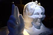 Het IJsbeelden Festival presenteert '200 jaar Koninkrijk der Nederlanden', een vorstelijke geschiedenis in ijs en sneeuw.<br /> <br /> Op de foto: IJssculptuur van prinses Beatrix