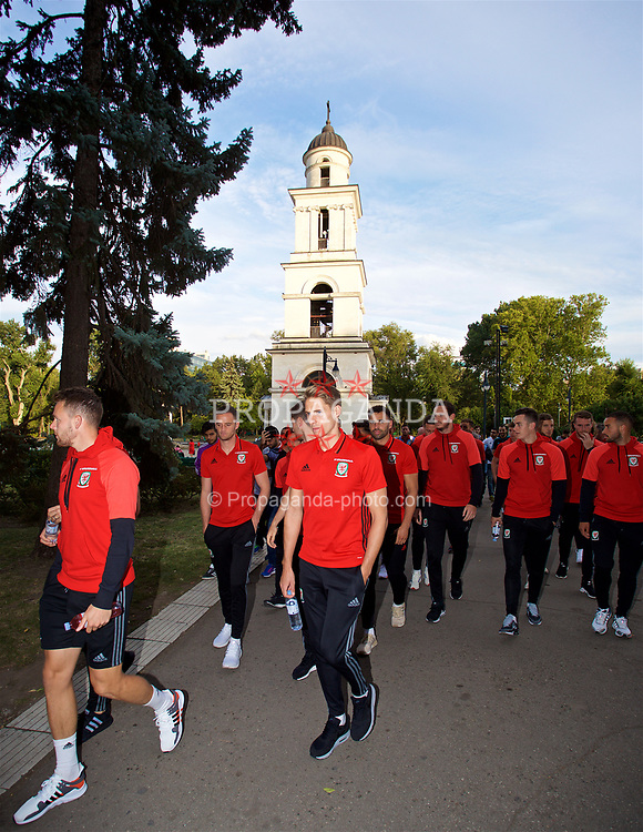 CHIȘINĂU, MOLDOVA - Tuesday, September 5, 2017: Wales players during a pre-match walk in Chișinău ahead of the 2018 FIFA World Cup Qualifying Group D match against Moldova. David Edwards. (Pic by David Rawcliffe/Propaganda)
