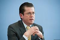 12 APR 2010, BERLIN/GERMANY:<br /> Karl-Theodor zu Guttenberg, CDU, Bundesverteidigungsminister, waehrend einer Pressekonferenz zur Vorstellung der Strukturkommission der Bundeswehr, Bundespressekonferenz<br /> IMAGE: 20100412-01-014