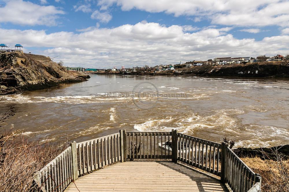 Deck overlooking St-John river and reversing Falls - New Brunswick, Canada