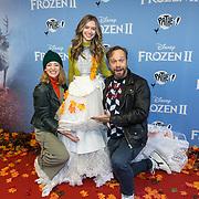 NLD/Amsterdam/20191116 - Filmpremiere Frozen II, Noortje Herlaar en Carlo Boszhard met Sterre Koning