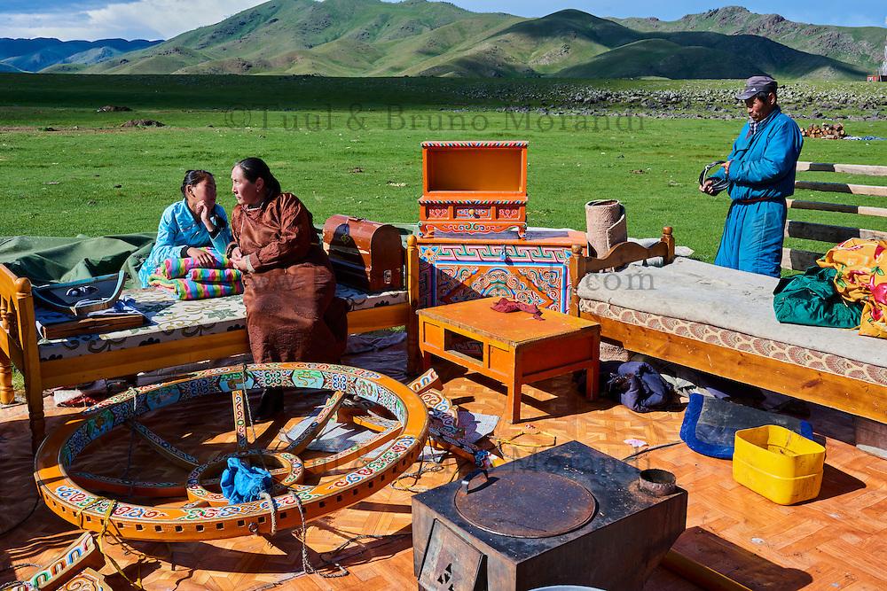 Mongolie, Province de Ovorkhangai, Vallee de l'Orkhon, campement nomade en déménagement // Mongolia, Ovorkhangai province, Okhon valley, Nomad camp in migration